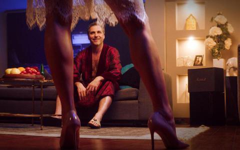 'Niks vreemds aan': opeenvolging van clichés in preutse Nederlandse romkom   filmrecensie ★☆☆☆☆