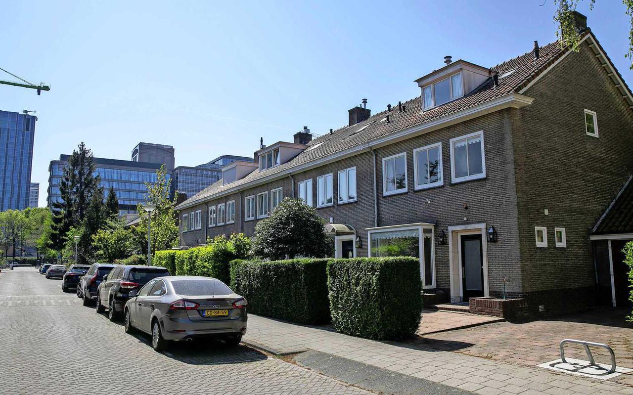 Bijna alle rijtjeshuizen in de Amsterdamse Henriëtte Bosmansstraat bij de Zuidas zijn al ver door de villagrens van €1,1 miljoen gebroken.