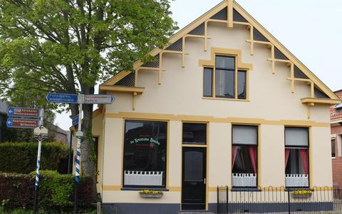 Hotel De Kromme Raake in Eenrum is het kleinste hotel ter wereld