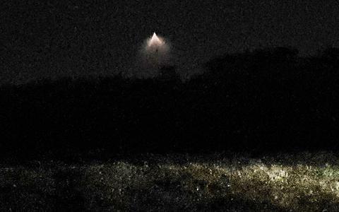 De 'ufo' die boven Tiendeveen te zien was.
