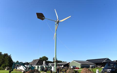 Bij de boerderij van de familie Van Dijk in Oldelamer is de eerste windmolen in Weststellingwerf geplaatst.