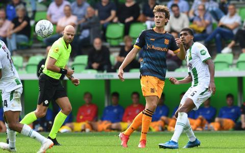 Nicolas Madsen tijdens zijn basisdebuut voor SC Heerenveen, in het uitduel met FC Groningen (1-1).