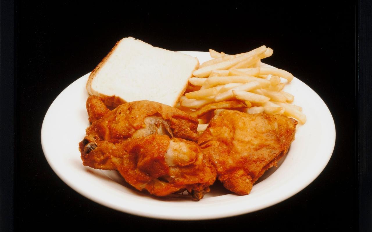 Anthony Ray Westley at gefrituurde kip, frietjes en wit brood.