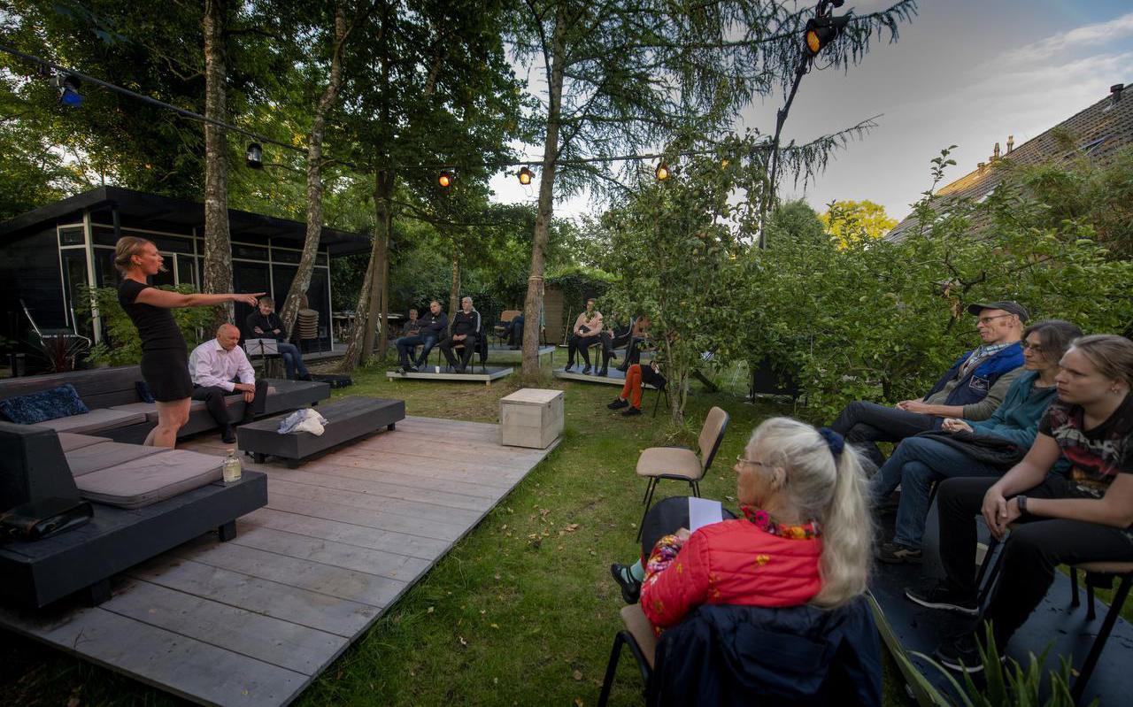 Catrien van der Molen en Jan Tiede-Bouma spelen een scène uit  Toch! .