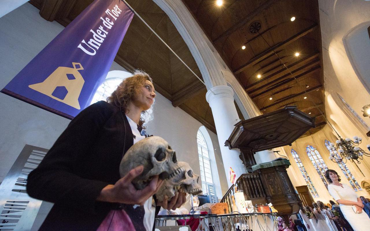 Regisseur Sjoeke Marije Wallendal: ,,Door de rellen van 1795 heeft Marijke Muoi nu twee schedels.'' FOTO HOGE NOORDEN/JACOB VAN ESSEN
