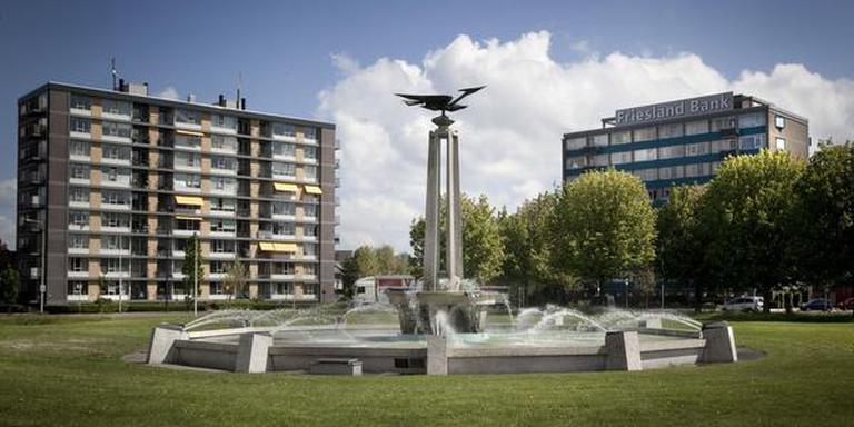 De fontein van Chris Fokma op het Europaplein in Leeuwarden was volgens Mous kenmerkend ,,voor het gematigde modernisme dat tot ver in de jaren zestig toonaangevend was voor de monumentale kunst in Friesland''.