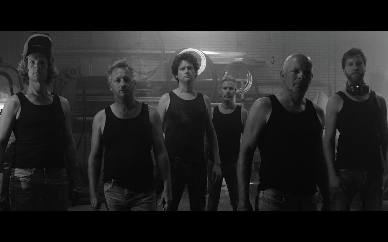 Mannen van Staal is voor de theatervoorstelling BROES op zoek naar stoere mannen. FOTO MANNEN VAN STAAL