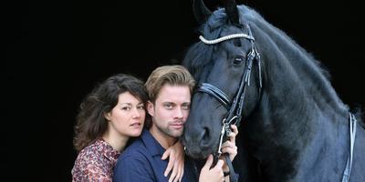 Het liefdespaar uit Stormruiter: Annemaaike Bakker en Jelle de Jong met hengst Thijs