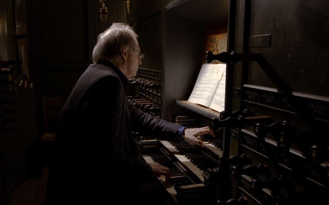 Organist Leo van Doeselaar.