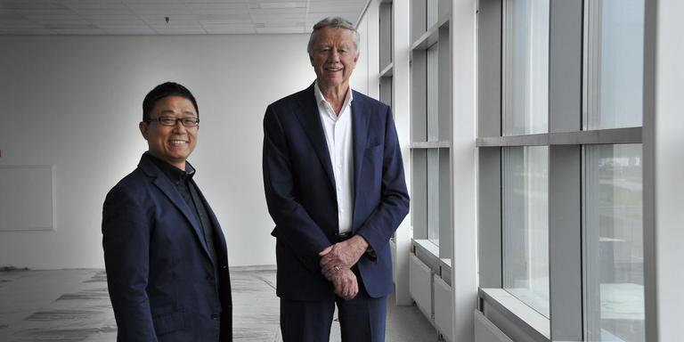 Vestigingsdirecteur Rockie Hu en Bart van der Meer.
