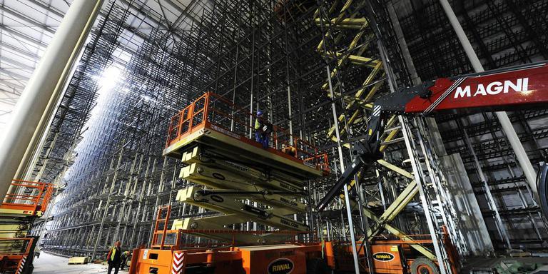 De kindervoedingsfabriek van Ausnutria Hyproca krijgt een volledig geautomatiseerd, 40 meter hoog magazijn.