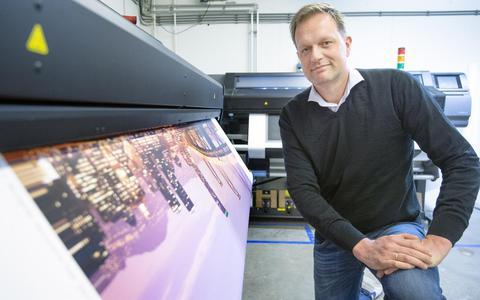 Fotocadeau.nl uit Kollum drukt foto's af op alles (en dat is zo'n grote hit dat ze nu opnieuw gaan uitbreiden)