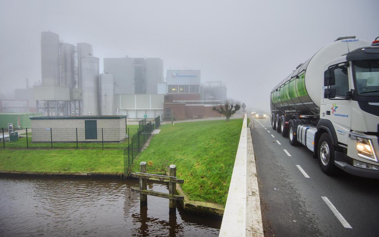 De zuivelfabriek van FrieslandCampina in Gerkesklooster. FOTO MARCEL VAN KAMMEN
