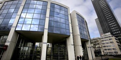 Het Aegonpand in Leeuwarden. Nu nog kantoor, straks een bolwerk voor studenten, horeca en kleine bedrijven. Rechts de Achmea-toren. foto Niels westra
