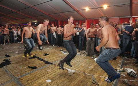 In de feesttent is hoempapa ver weg: 'Je moet gek zijn als je op 2 september een feest organiseert'