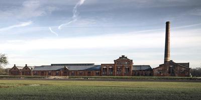 De oude strokartonfabriek De Toekomst in Scheemda biedt volgende week onderdak aan festival Grasnapolsky. FOTO REYER BOXEM