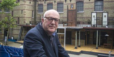 Henk Deinum in 2013 in de Blokhuispoort, waar toen iepenloftspul De oerfal speelde.