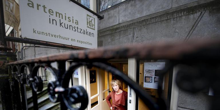 Eind dit jaar stopt Geja Broers met haar galerie in het souterrain van Eewal 98. Foto Hoge Noorden/Jacob van Essen