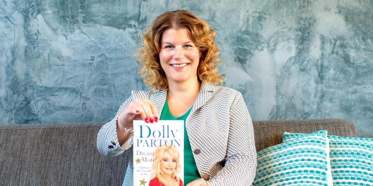 Lucia de Boer putte kracht uit een nummer Dolly Parton. ,,Zij werd echt de rode draad in mijn leven.'' FOTO JILMER POSTMA