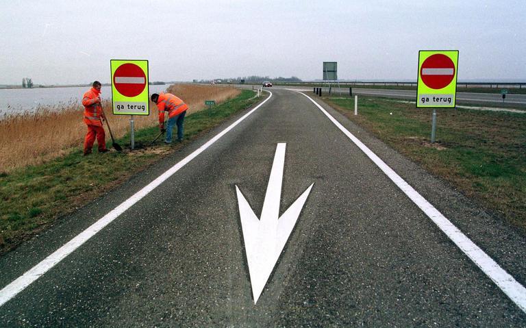 Ongeluk op A6: verkeer richting Lemmer loopt vast.