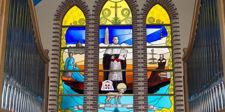 Het gedenkraam voor de van het eiland afkomstige kardinaal Johannes de Jong. FOTO REGINA BEIJAARD-MOLENAAR