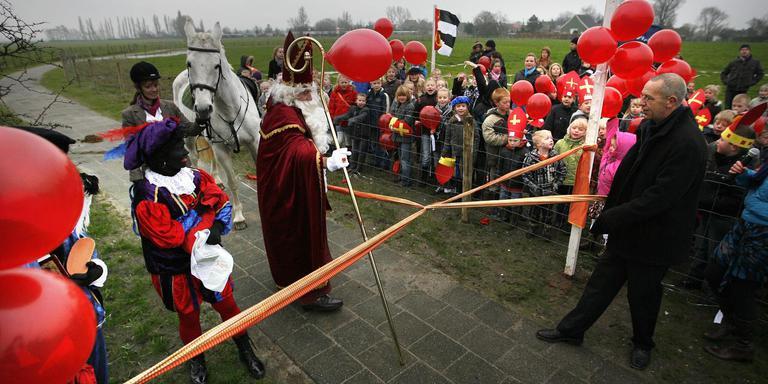 Tien jaar geleden werd het Ats Bonningha-wandelpad geopend door Sinterklaas. FOTO ARCHIEF LC