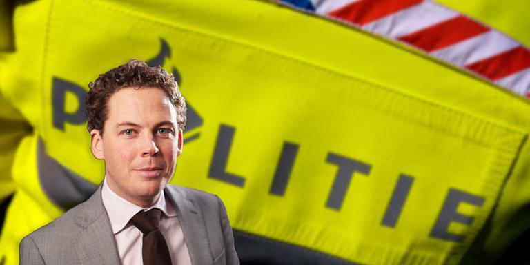 Voetbaladvocaat Christian Visser dient namens een opgepakte fan een klacht in tegen de agenten uit Dordrecht.
