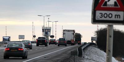 De brug in de A6 is vooral op zomerse dagen een knelpunt.