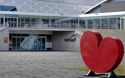 HEERENVEEN - Exterieur Thialf. De directie van het ijsstadion, schaatsbond KNSB en sportkoepel NOC-NSF hebben de afgelopen maanden onderzocht hoe Thialf financieel gezond kan worden. ANP OLAF KRAAK