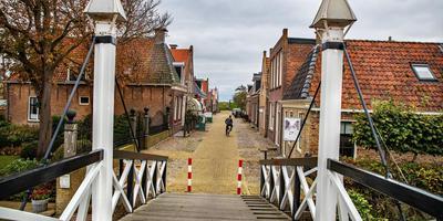 Súdwest-Fryslân treedt op tegen elf woningeigenaren in Hindeloopen.