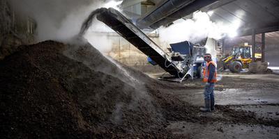 Mestverwerking Fryslan mocht van de provincie Fryslân de capaciteit uitbreiden van 100.000 ton naar 250.000 ton per jaar. FOTO HOGE NOORDEN