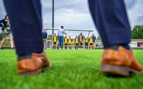 Ook Foppe de Haan wil 'minder voetbalvelden' gebruiken