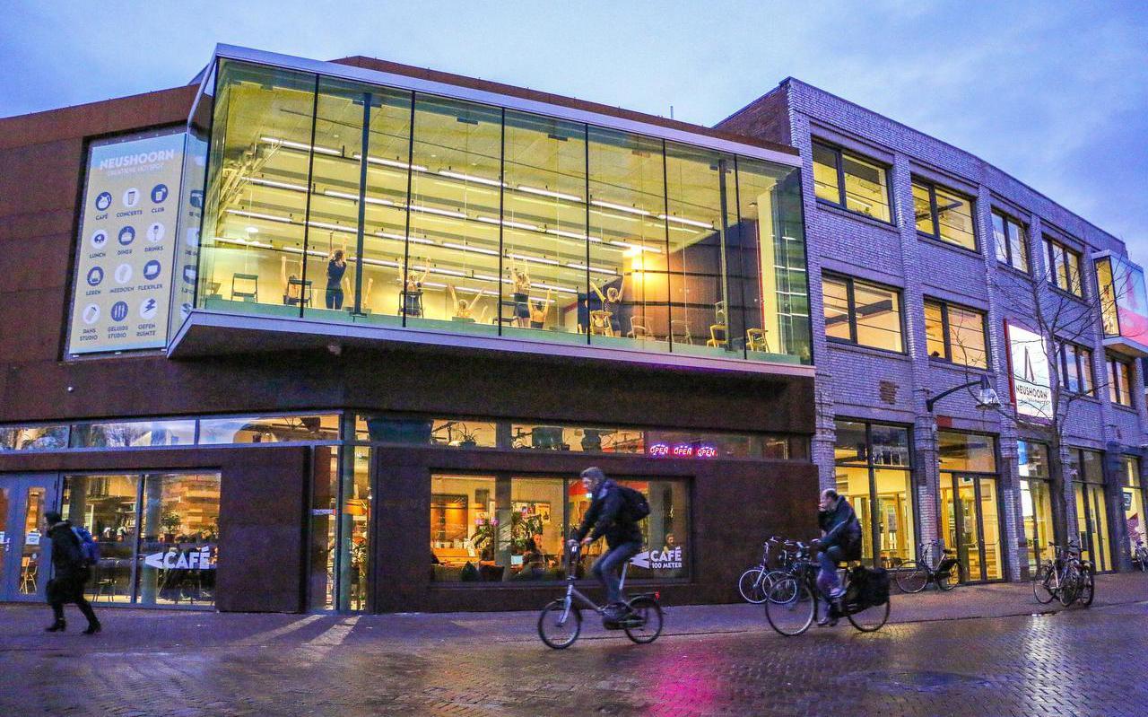Schouwburg De Harmonie moet vanaf volgend jaar 300.000 euro aan gemeentelijke subsidie delen met 'overbuur' popcentrum Neushoorn.  FOTO LC/ARODI BUITENWERF