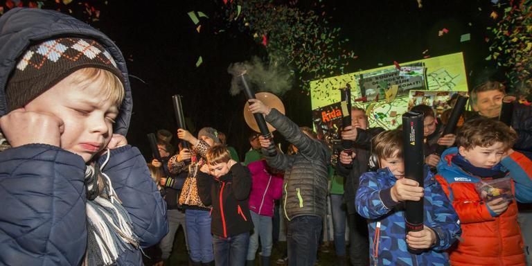 De opening van Cultureel Hoofddorp De Hoeve ging onder meer gepaard met het afsteken van vuurwerk. FOTO RENS HOOYENGA