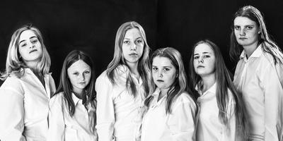 Jessica (links) met Cristina, Cynthia, Joline, Myrthe en Sanne. FOTO TON GROOT HAAR
