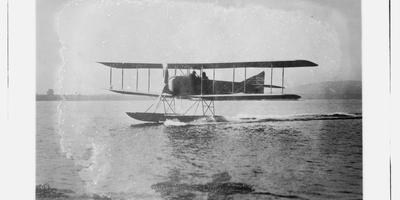 In Duitsland werd voor en tijdens de Eerste Wereldoorlog volop geëxperimenteerd met nieuwe vliegschepen, zoals zeppelins en watervliegtuigen.