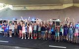 Bus schoolreisje krijgt pech, politie plukt kinderen van snelweg