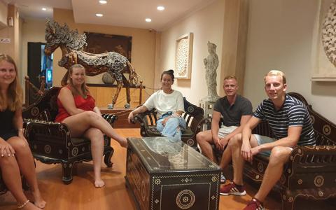 Studenten van NHL Stenden willen snel weg van Bali: 'Wij willen hier niet langer zijn. Er is geen zak meer aan'