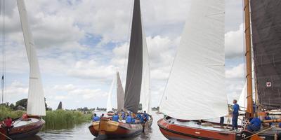 Dobberend in de Tynje: Grou (links), Heerenveen en d'Halve Maen (rechts). FOTO'S TOM COEHOORN