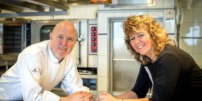 Jan en Corry Gaastra in de keuken van De Koriander in Drachten. Ze kunnen vandaag voor de twintigste keer beloond worden met een Michelinster. FOTO JILMER POSTMA