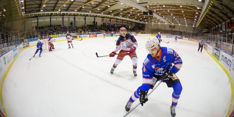 IJshockey in Thialf in Heerenveen. De hal moet gerenoveerd worden. FOTO RENS HOOYENGA