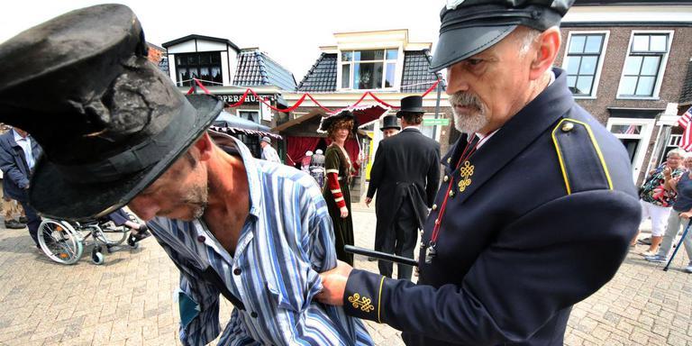Akkrum transformeerde tijdens het Cooper-feest in juni in een Amerikaans stadje: het hele dorp deed mee. FOTO SIMON BLEEKER