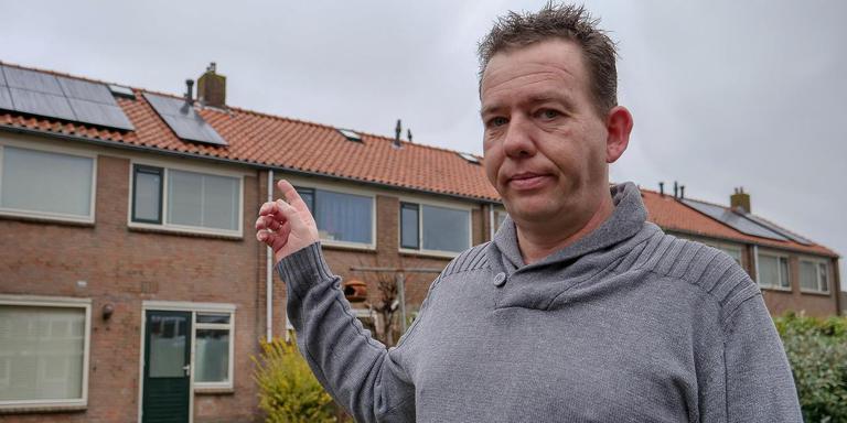 Peter Pool wil net als zijn buren zonnepanelen op het dak, maar de regels verhinderen dit. FOTO LC/ARODI BUITENWERF