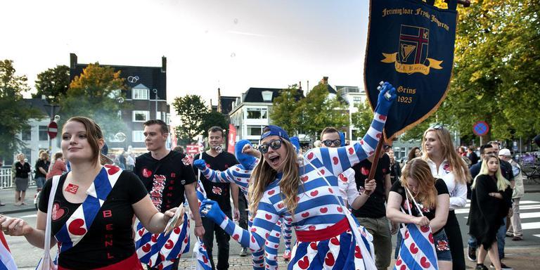 Leden van Bernlef lopen mee in de grote parade tijdens de KEI-week door de binnenstad van Groningen. FOTO PETER WASSING