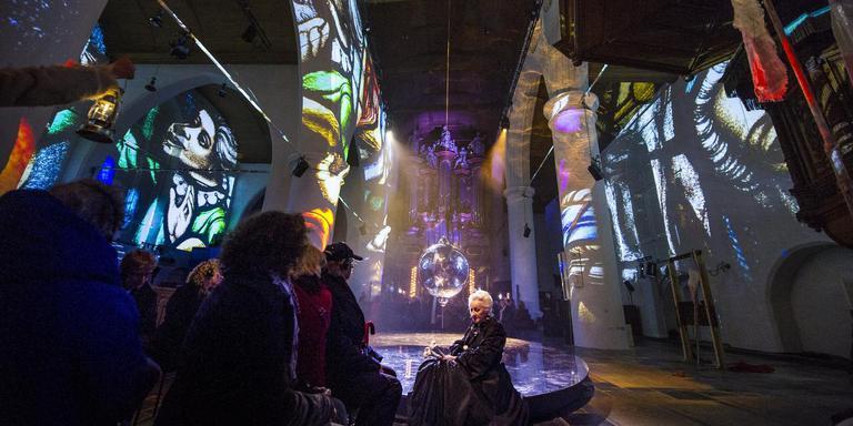 Joke Tjalsma in Marijke Muoi, de succesvolle Under de Toer-voorstelling die de scepsis omtrent Culturele Hoofdstad om deed slaan. FOTO HOGE NOORDEN/JACOB VAN ESSEN