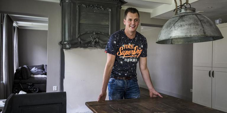 Johannes Flapper bouwt zijn keuken om tot protestkamer. FOTO TOM COEHOORN