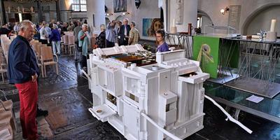 Het straataltaar bij de presentatie in de Grote Kerk. Foto Dick T. Vos