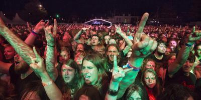 Metalfestival Into the Grave, deze zomer op het Oldehoofsterkerkhof in Leeuwarden. Foto: Marcel van Kammen