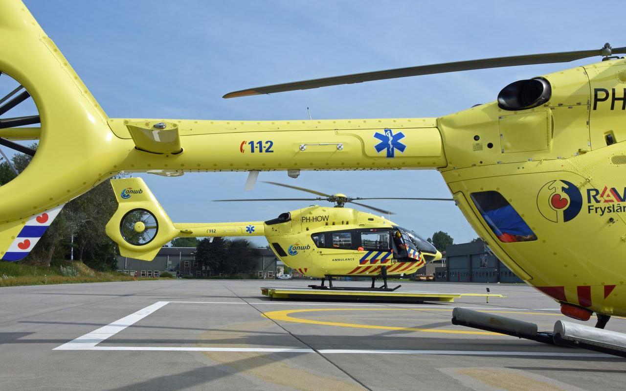De ambulancehelikopter en de reserve-ambulancehelikopter van RAF Fryslân op Vliegbasis Leeuwarden.