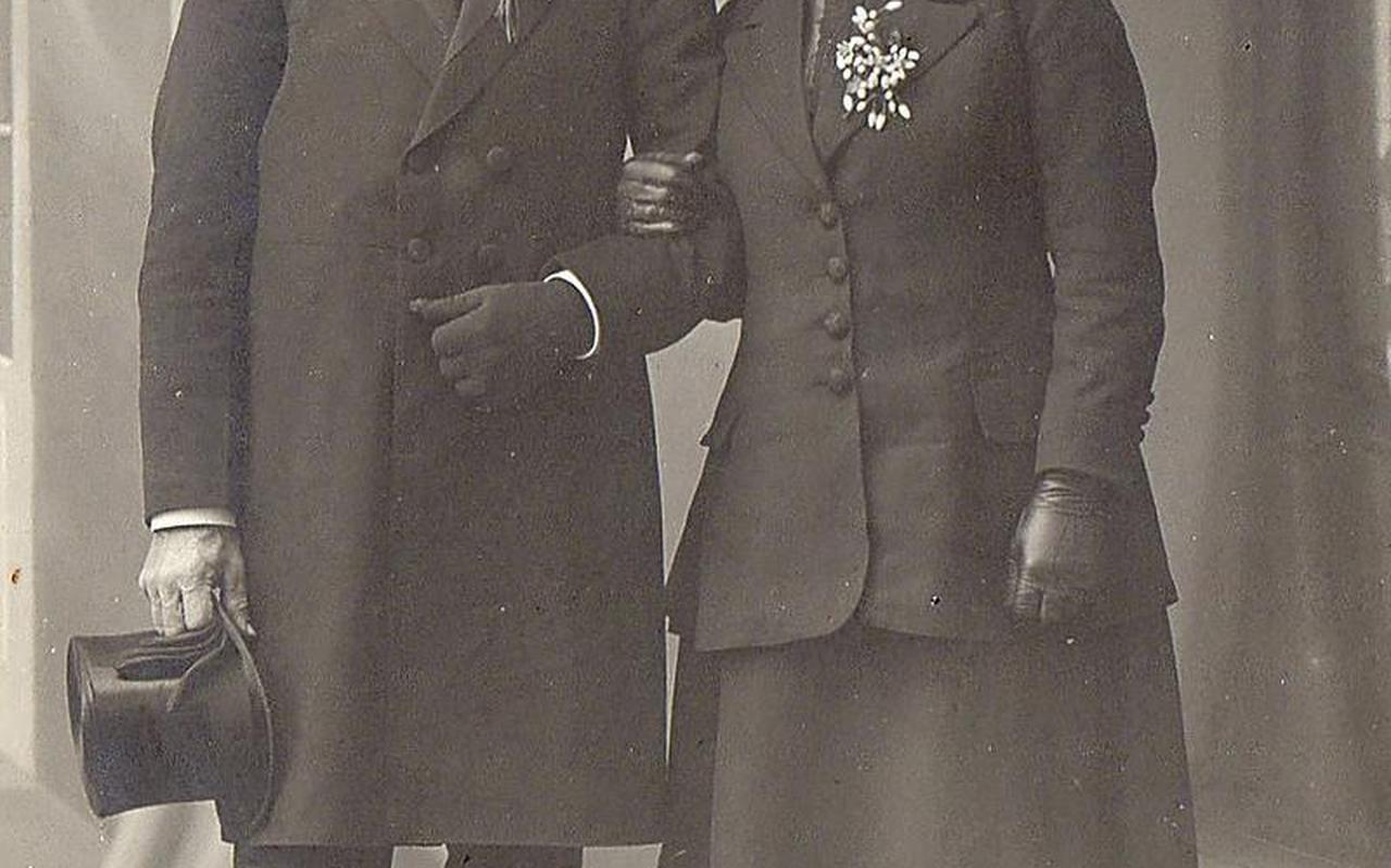 Trouwfoto Hendrik Kuiper en Neeltje Westra, 8 mei 1918. FOTO FAMILIE WESTRA.
